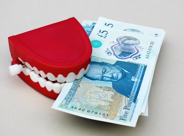Как грамотно сэкономить на лечении зубов